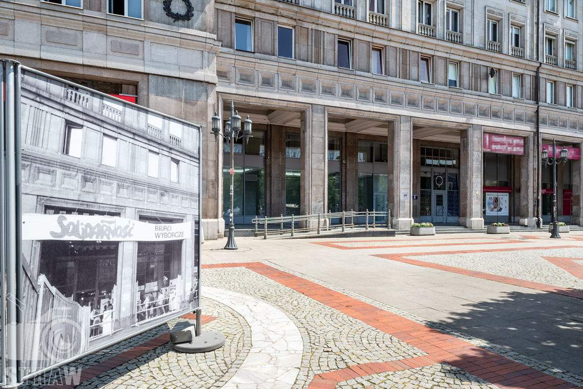 Zdjęcia nieruchomości komercyjnych, fotografia wnętrz na wynajem, widok na nieruchomość z Placu Konstytucji.