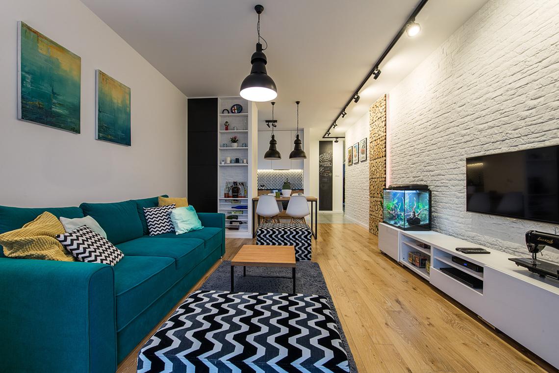 Fotograf wnętrz dla biur projektowych, sesja zdjęciowa mieszkania, salon, akwarium, cegła.