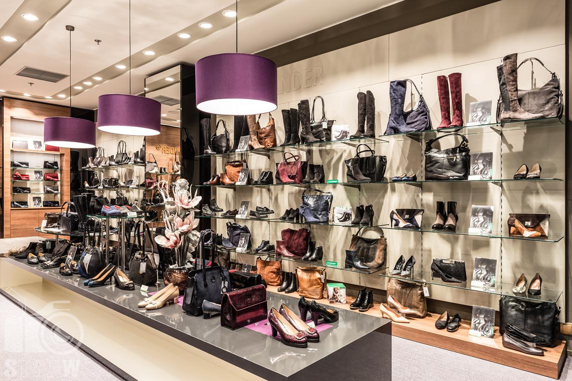 Fotograf wnętrz komercyjnych, fotografie salonu sprzedaży Salamender, buty damskie.