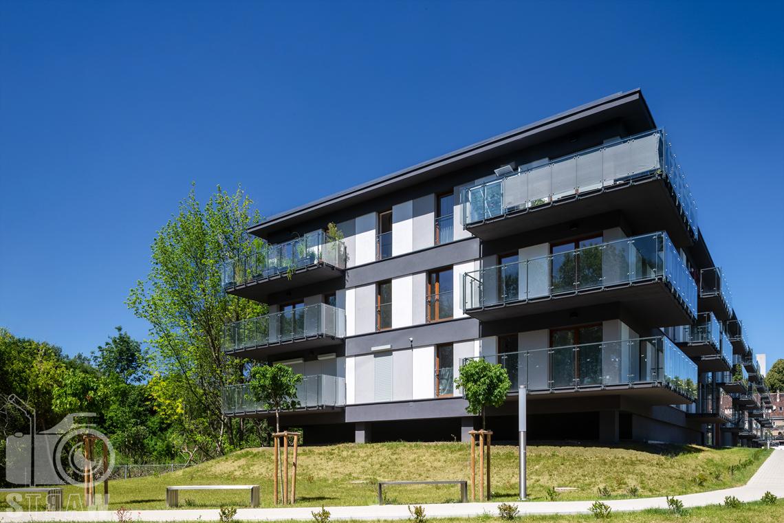 Zdjęcia architektury, fotografie zrealizowanej inwestycji mieszkaniowych dla dewelopera, sesja zdjęciowa osiedla dla firmy Unidevelopment, budynki zielony sołacz w Poznaniu.