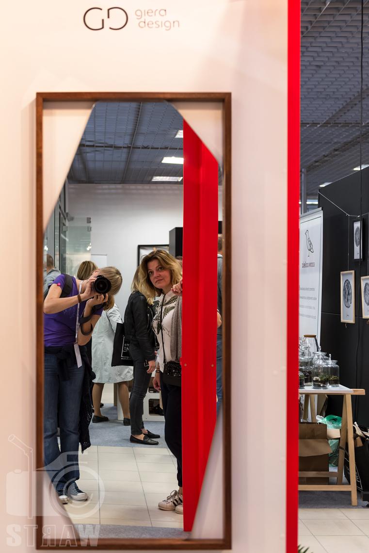 Zdjęcia z targów wyposażenia wnętrz Warsaw Home, relacja fotograficzna, stoisko giera design, lustro.