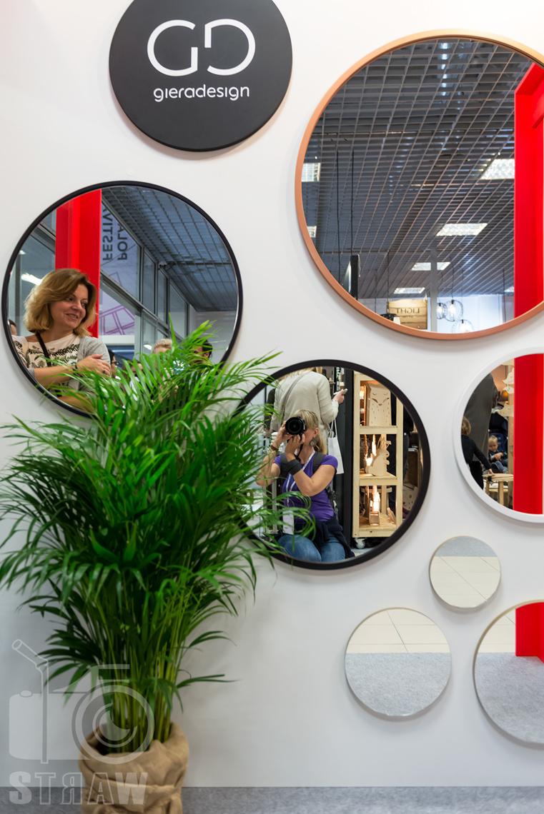 Zdjęcia z targów wyposażenia wnętrz Warsaw Home, relacja fotograficzna, gieradesign, lustra na stoisku.