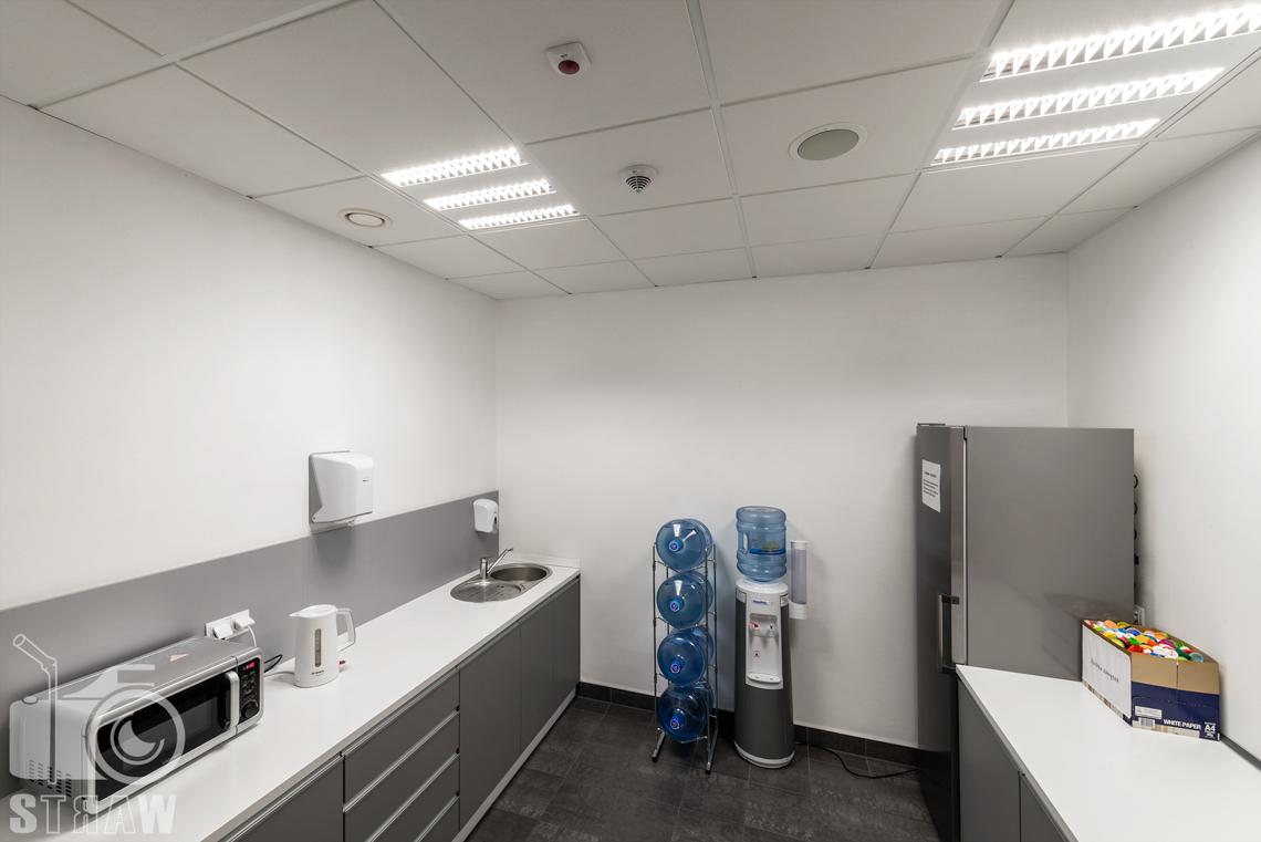 Sesja fotograficzna wnętrz w Polskiej Agencji Żeglugi Powietrznej, sesja dla Lira Lighting producenta opraw oświetleniowych, kuchnia.