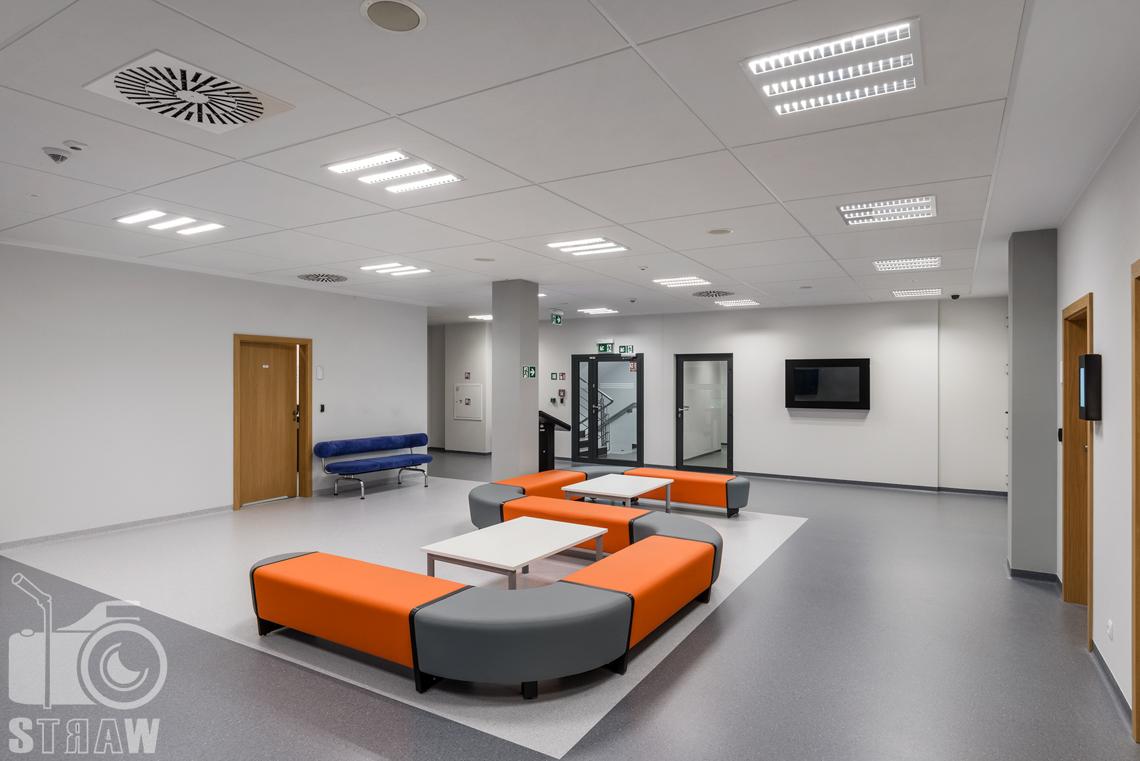 Zdjęcia wnętrz w budynku Polskiej Agencji Żeglugi Powietrznej na zlecenie Lira Lighting.