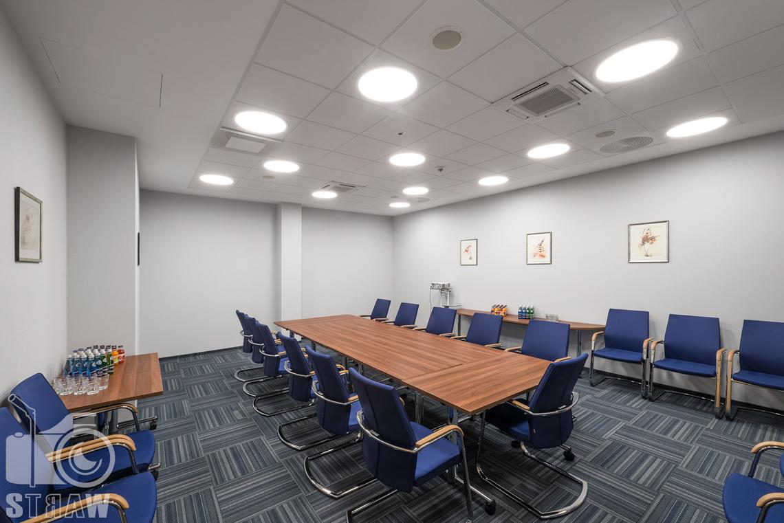 Zdjęcia wnętrz w Polskiej Agencji Żeglugi Powietrznej na zlecenie Lira Lighting, sala konferencyjna