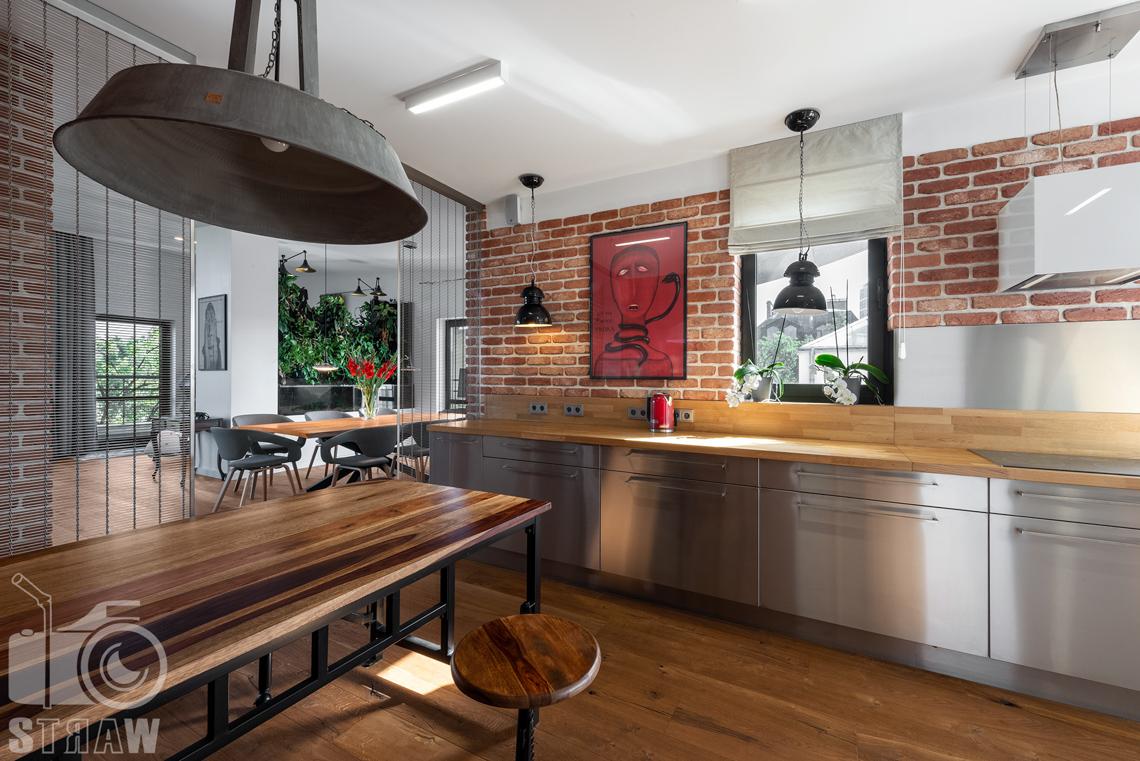 Fotograf nieruchomości, zdjęcia penthouse na wynajem, kuchnia, jadalnia.