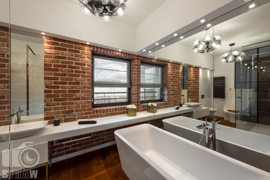 Fotograf nieruchomości, zdjęcia penthouse na wynajem, zdjęcia łazienki z wanną.