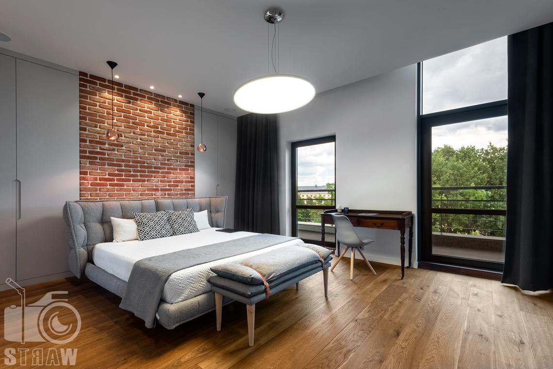 Zdjęcia nieruchomości, penthouse na wynajem w Warszawie, sypialnia, łóżko.