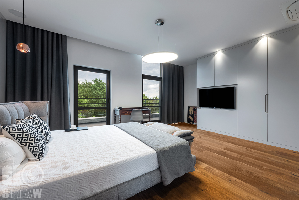 Zdjęcia nieruchomości, penthouse na wynajem, fotografia sypialni i szaf w zabudowie.