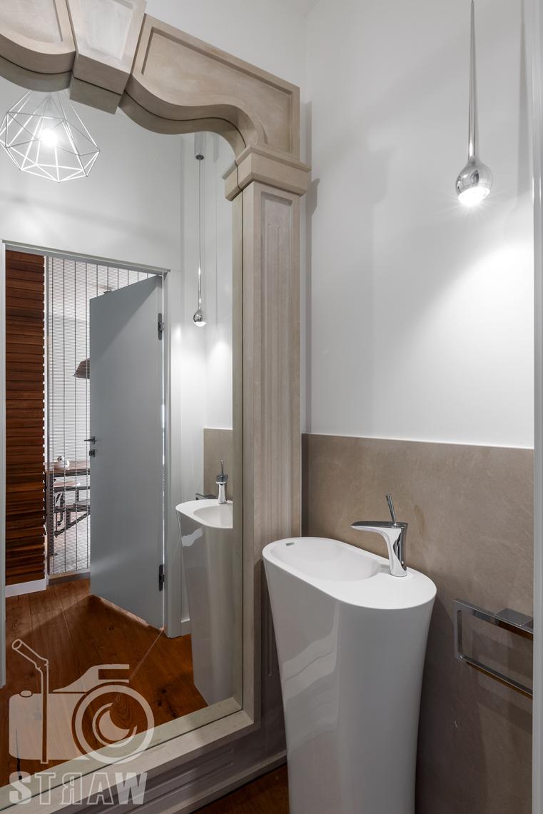 Zdjęcia nieruchomości, penthouse na wynajem, zdjęcie małej łazienki.