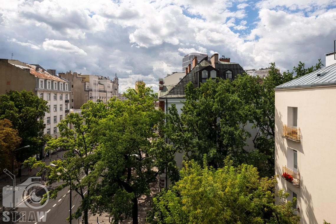 Fotograf nieruchomości, zdjęcia penthouse na wynajem, widok z tarasu.