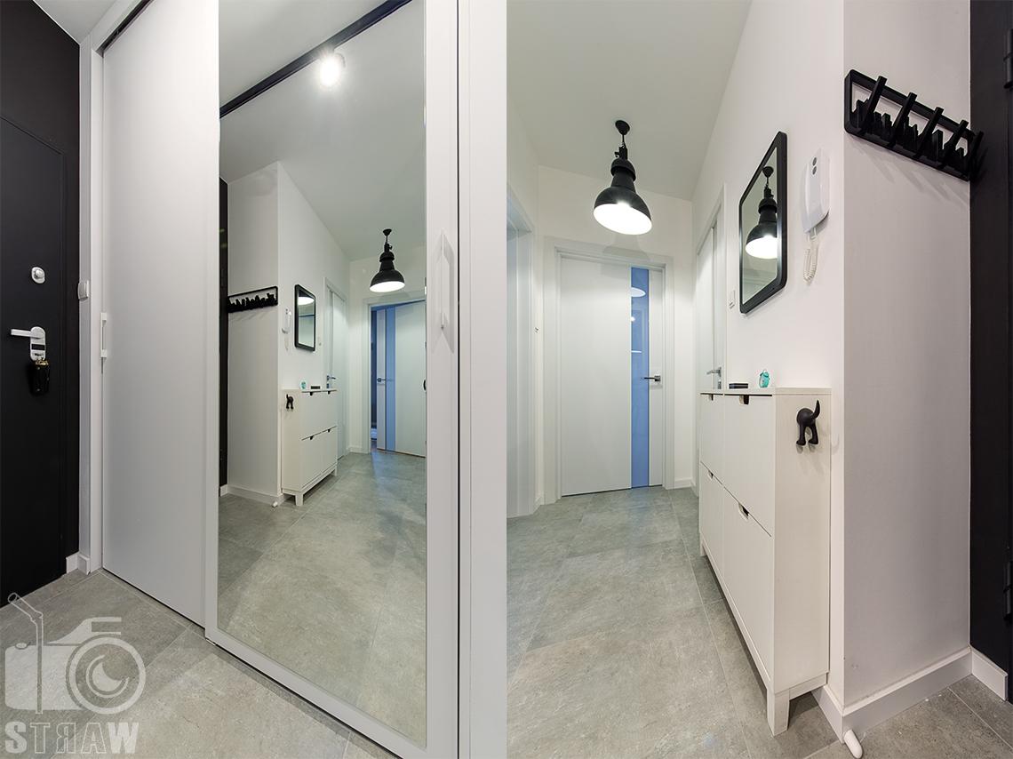 Fotograficzna obsługa biur projektowych, sesja zdjęciowa wnętrz, przedpokój, hol, lustro, wyjście.,