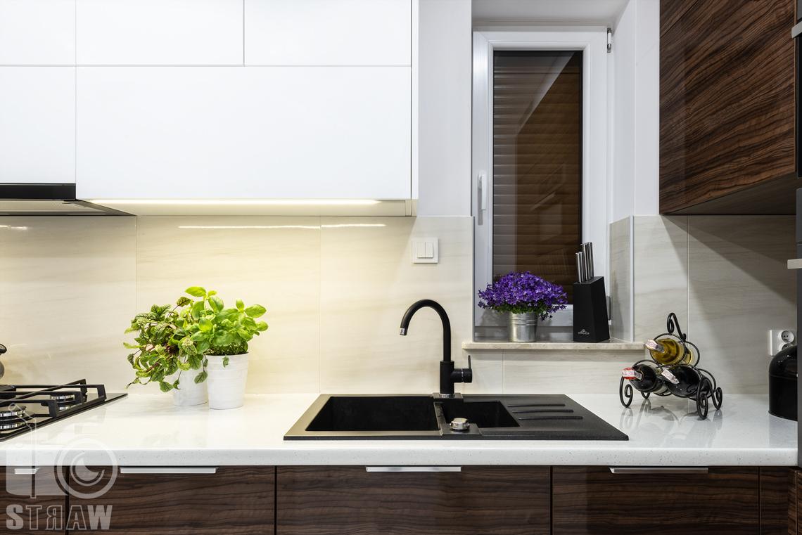 Zdjęcia zabudowy kuchennej dla producenta mebli, szafki i blat detale.