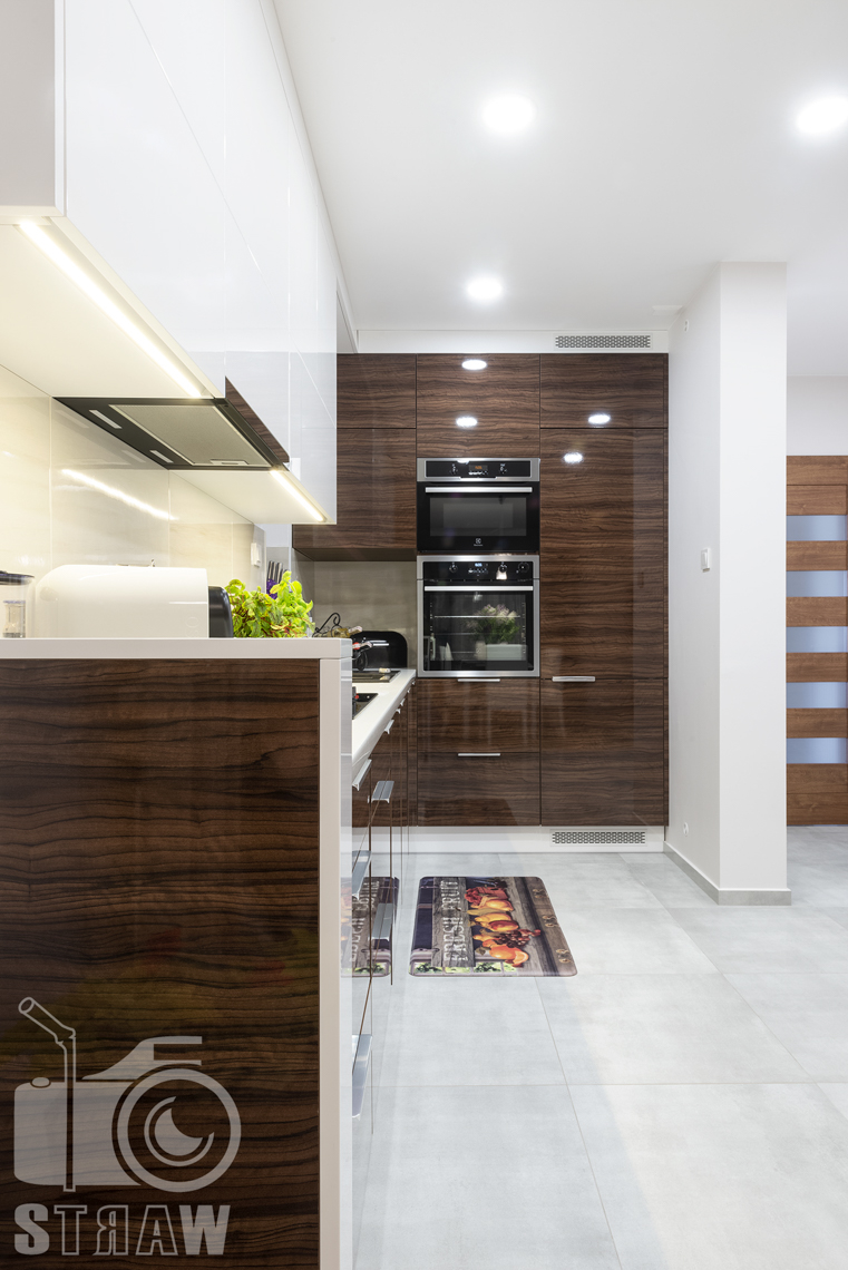 Fotografia mieszkania, zdjęcia zabudowy kuchennej dla producenta mebli, kuchnia szafki, podłoga.