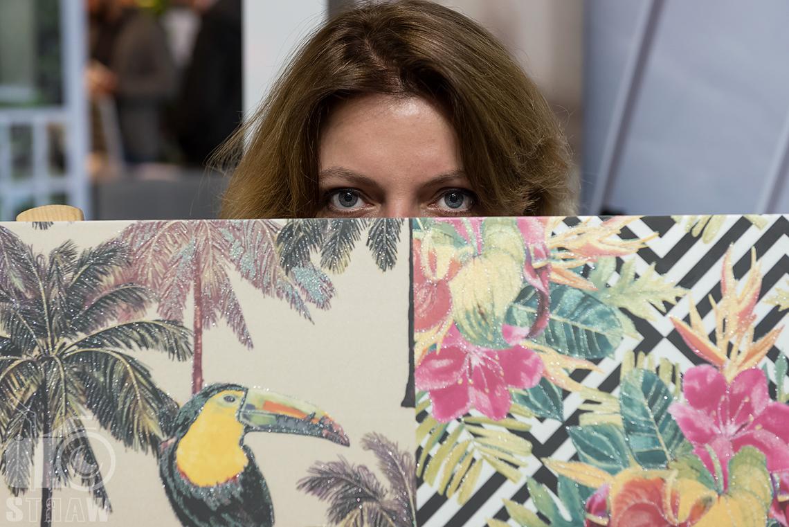Fotografie z targów wyposażenia wnętrz Warsaw Home, relacja fotograficzna, unikalne płytki z motywami roślinnymi i oczy StudioGra, handh tiles mosaic.