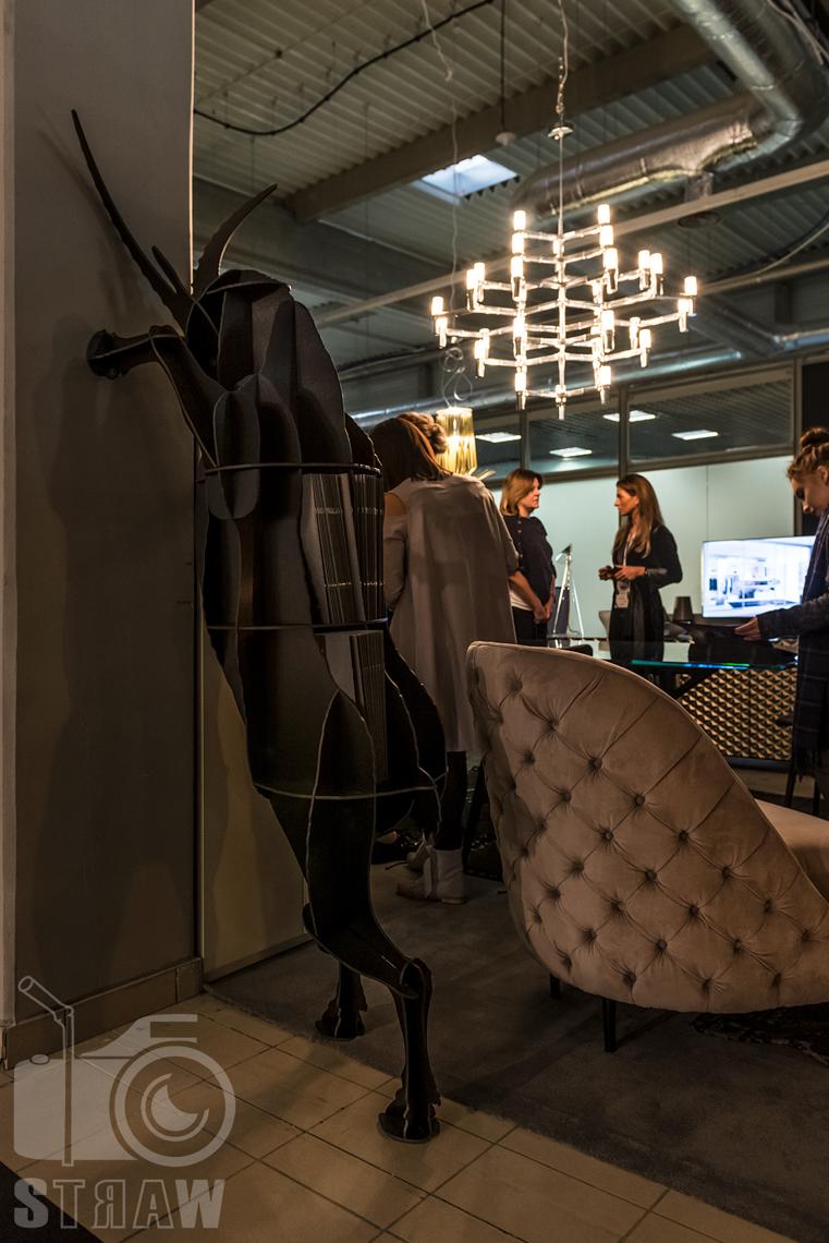 Fotorelacje z targów wyposażenia wnętrz, relacja fotograficzna, zdjęcia z Warsaw Home Arketipo Decco meble stojak.