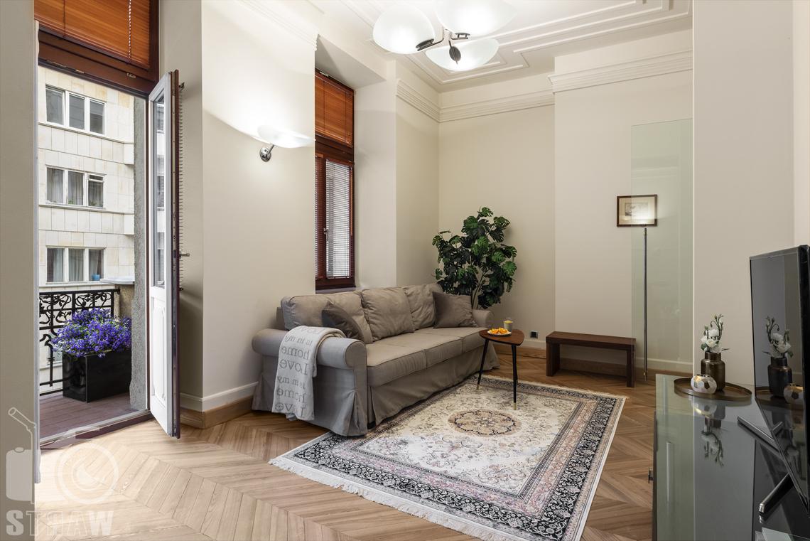 Fotograf apartamentów na wynajem krótkoterminowy airbnb i booking, apartament przy ulicy Hożej w Warszawie,