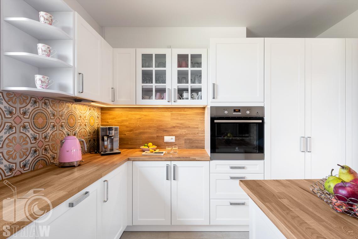 Fotograf wnętrz mieszkalnych, zdjęcia dla producenta mebli kuchennych, kuchnia, wyspa i blaty.