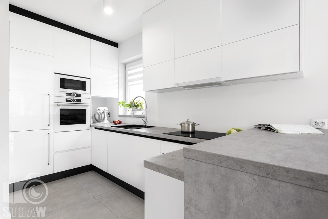 Fotografia wnętrz, zdjęcia zabudowy kuchennej dla producenta mebli, blaty marmur stylizowany.