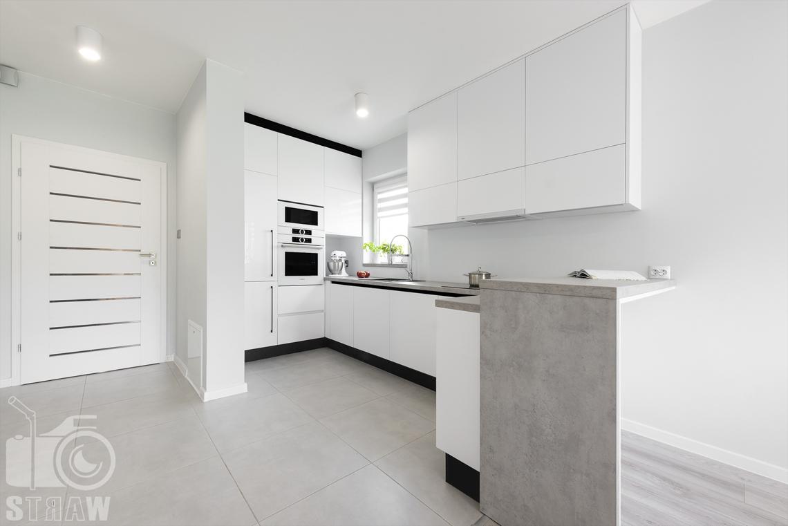 Fotografia wnętrz, zdjęcia zabudowy kuchennej dla producenta mebli, kuchnia, drzwi.