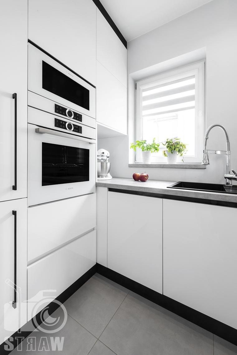 Fotografia wnętrz, zdjęcia zabudowy kuchennej dla producenta mebli, biała zabudowa, szafki.