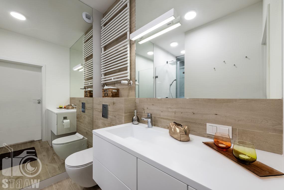 Fotografia nieruchomości na wynajem krótkoterminowy, na zdjęciu łazienka.