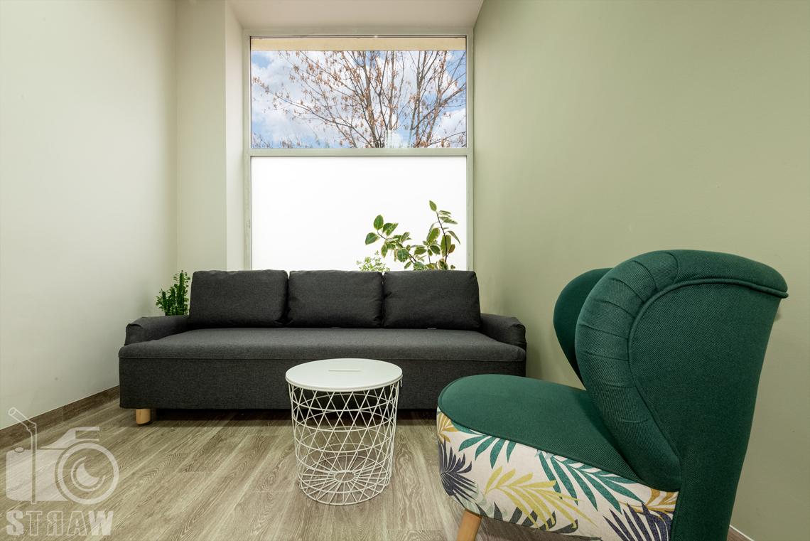 Fotografia wnętrz komercyjnych, zdjęcia domu opieki medycznej pokój rozrywki i odpoczynku, okno..