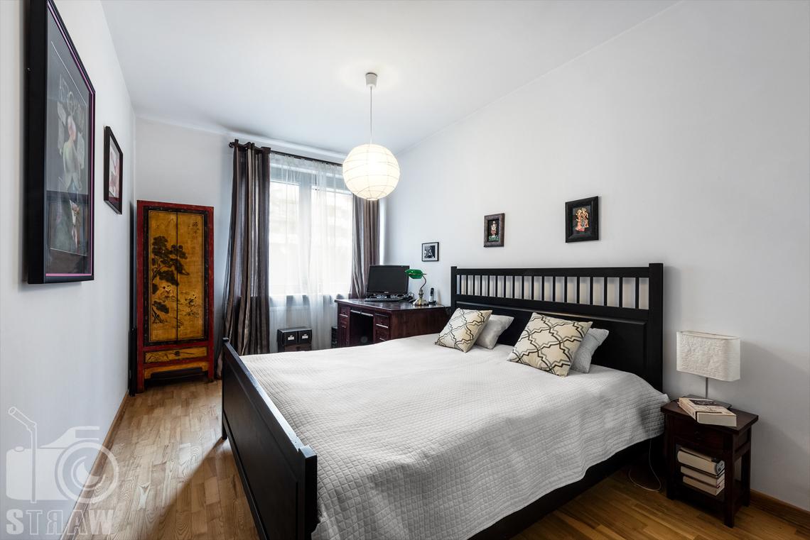 Zdjęcia nieruchomości na sprzedaż zdjęcie sypialni.