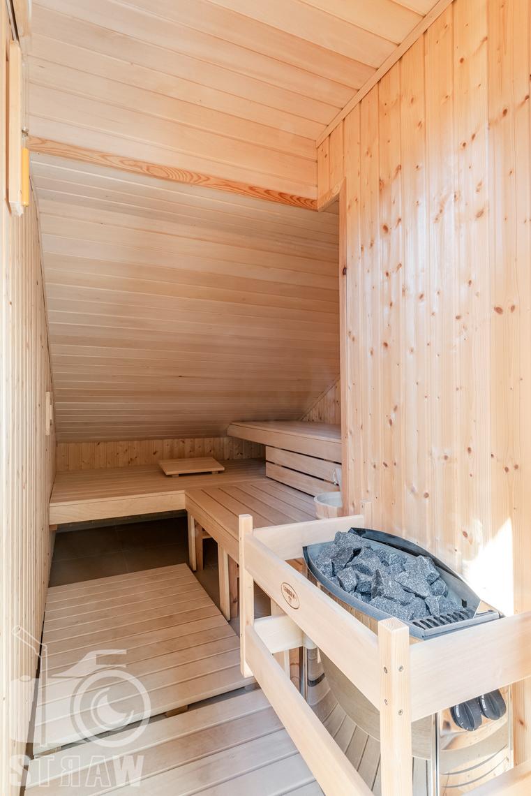 Zdjęcia nieruchomości na wynajem, fotografia sauny umieszczonej na trzeciej kondygnacji domu.