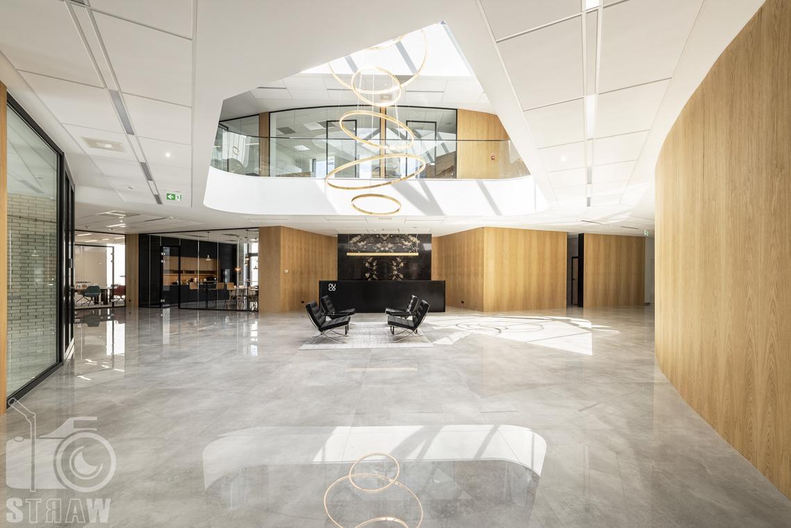 Sesja fotograficzna biura, zdjęcia wnętrz komercyjnych, fotografie dla biur projektowych, hol reprezentacyjny w firmie kosmetycznej nuco.
