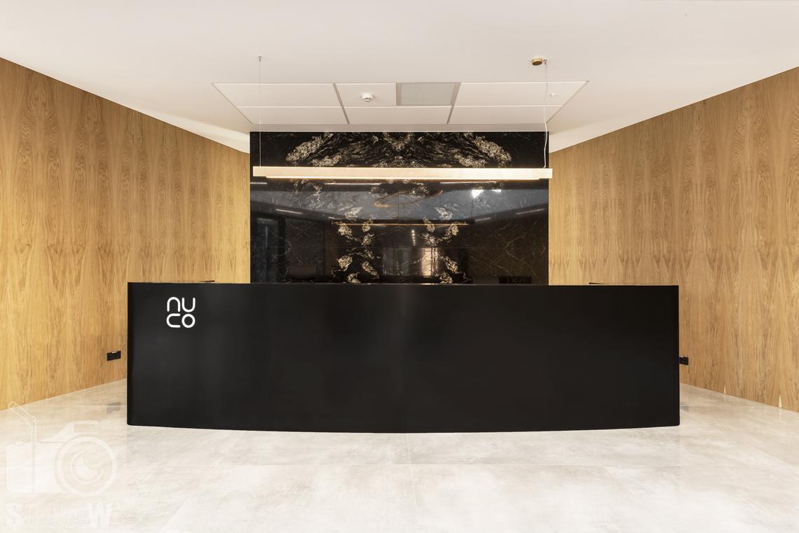 Sesja fotograficzna biura, zdjęcia wnętrz komercyjnych, recepcja w biurze firmy kosmetycznej nuco.