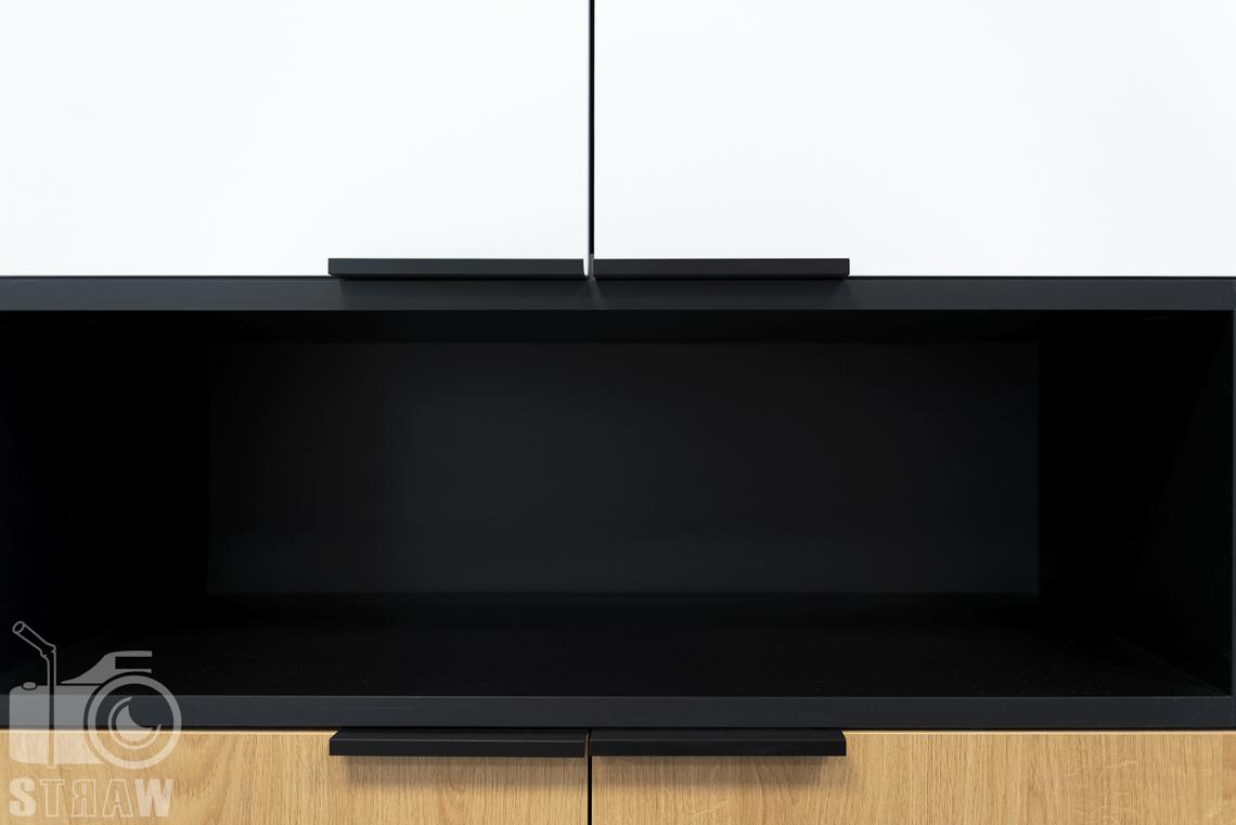 Sesja fotograficzna biura, zdjęcia wnętrz komercyjnych, detale szafki biało czarno brązowe.