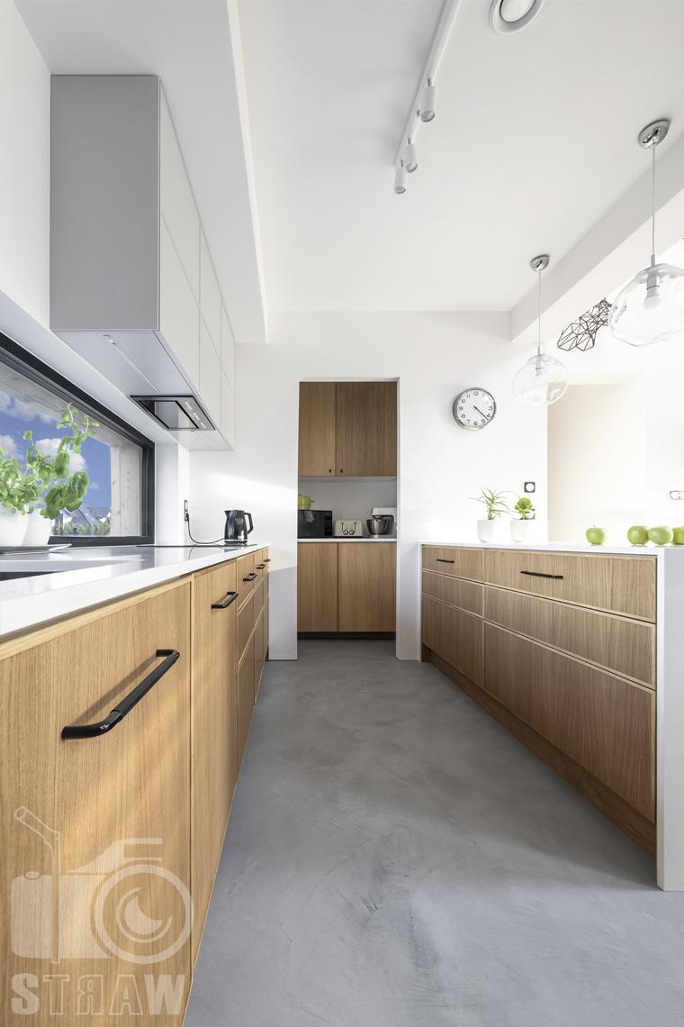 Fotografia wnętrz dla producenta mebli kuchennych, fornirowane fronty szafek kuchennych.