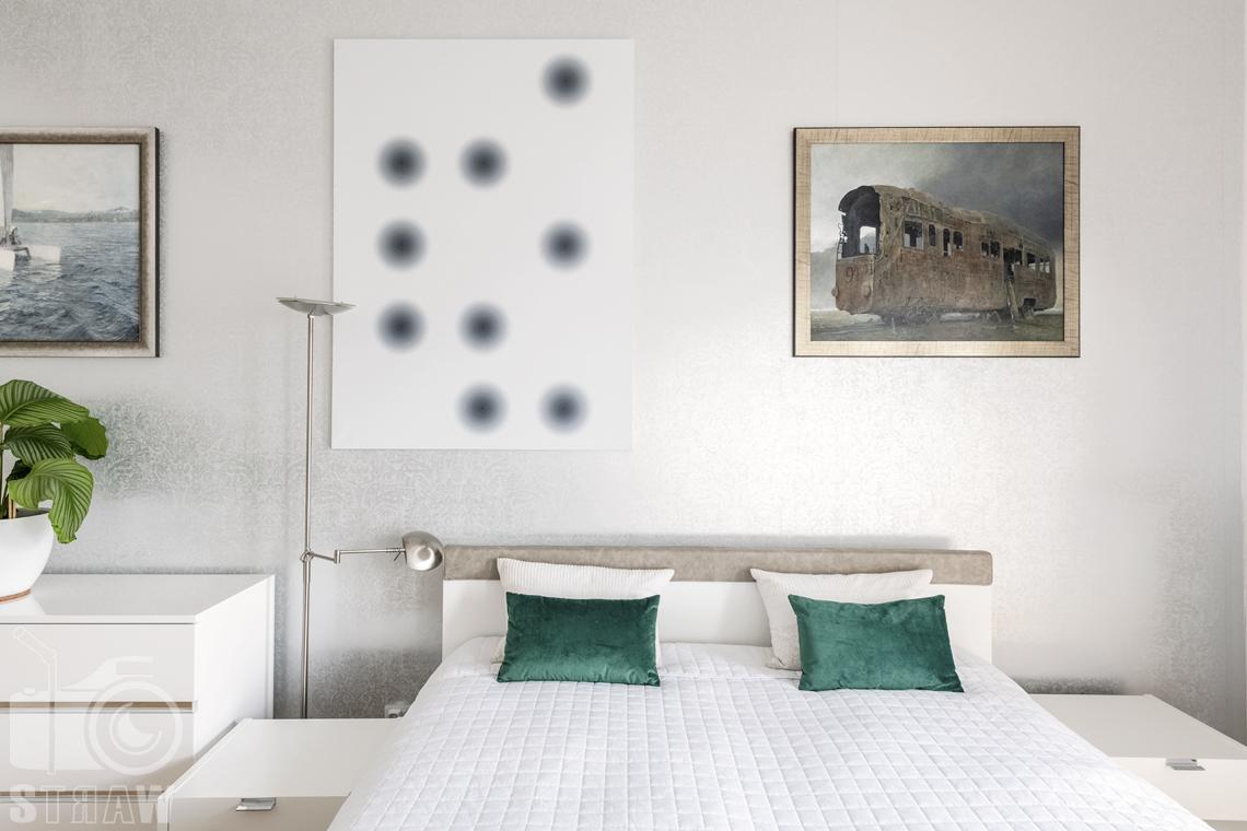 Zdjęcia domu na sprzedaż w lokalizacji Warszawa Wilanów, sypialnia, łóżko zagłówek, obrazy.