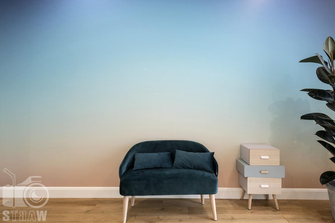 Fotografia wnętrz nieruchomości na sprzedaż, zdjęcia detali w pokoju chłopca.