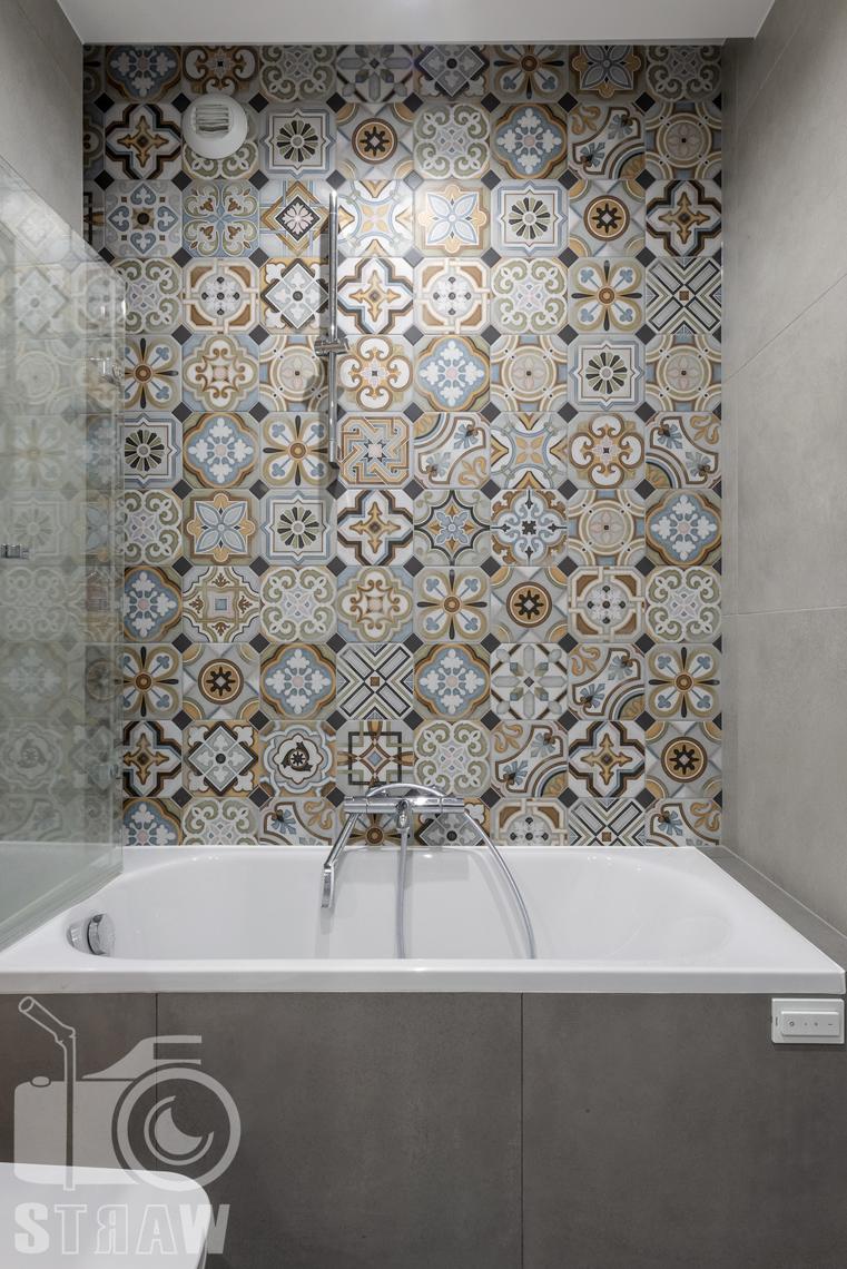 Sesje fotograficzne wnętrz dla projektantów i architektów wnętrz, łazienka, wanna, oryginalna glazura.