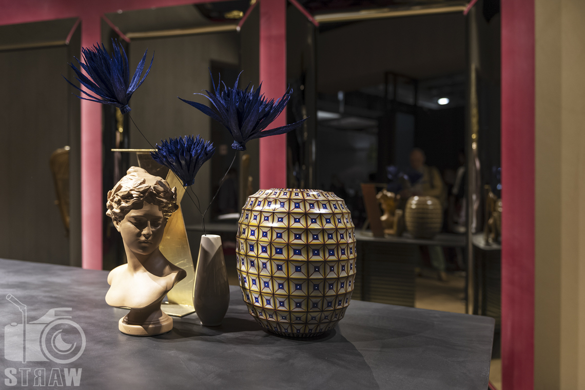 Fotorelacje, targi, zdjęcia z targów Salone del Mobile Milano, wazon, statuetka, ozdoby.