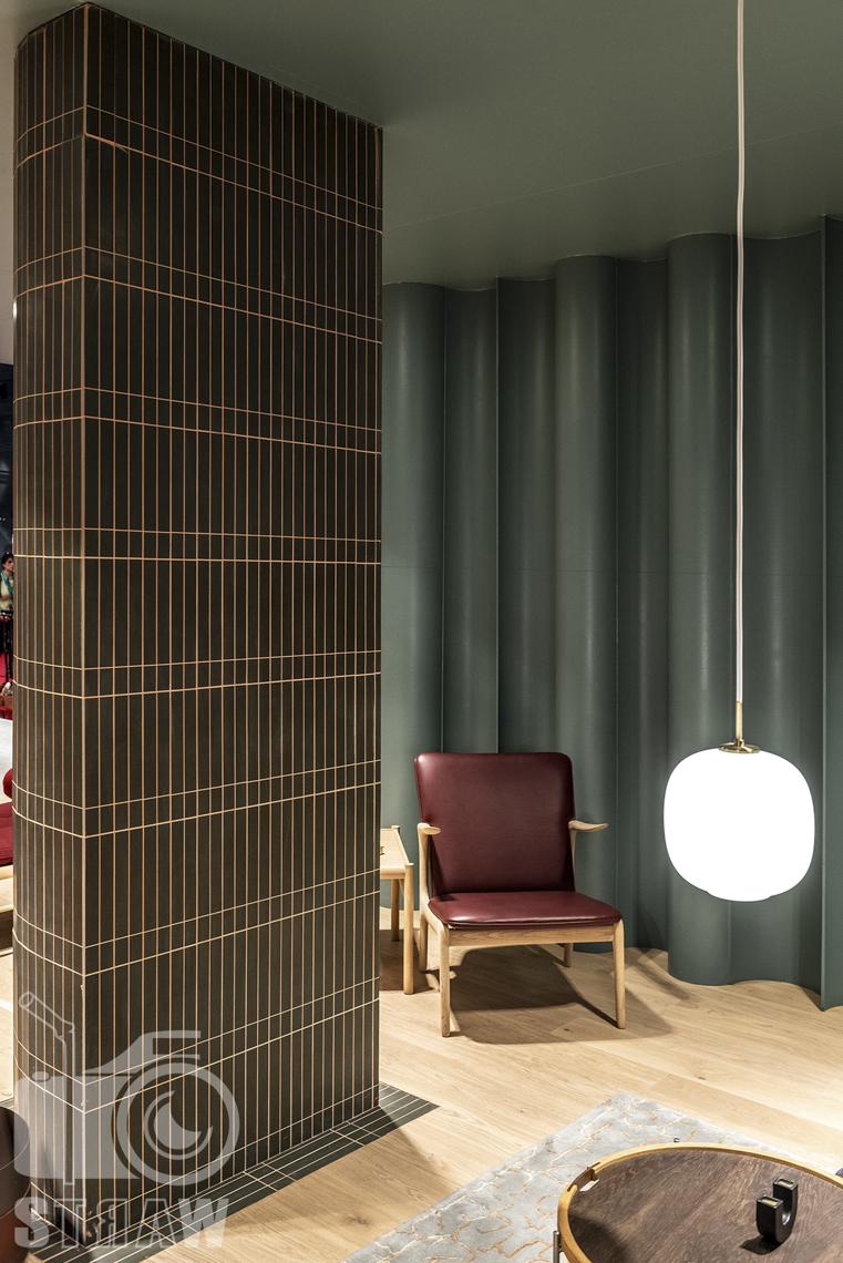 Fotorelacje, targi, zdjęcia z targów Salone del Mobile Milano, acerbis, fotel, stolik, lampa wisząca.