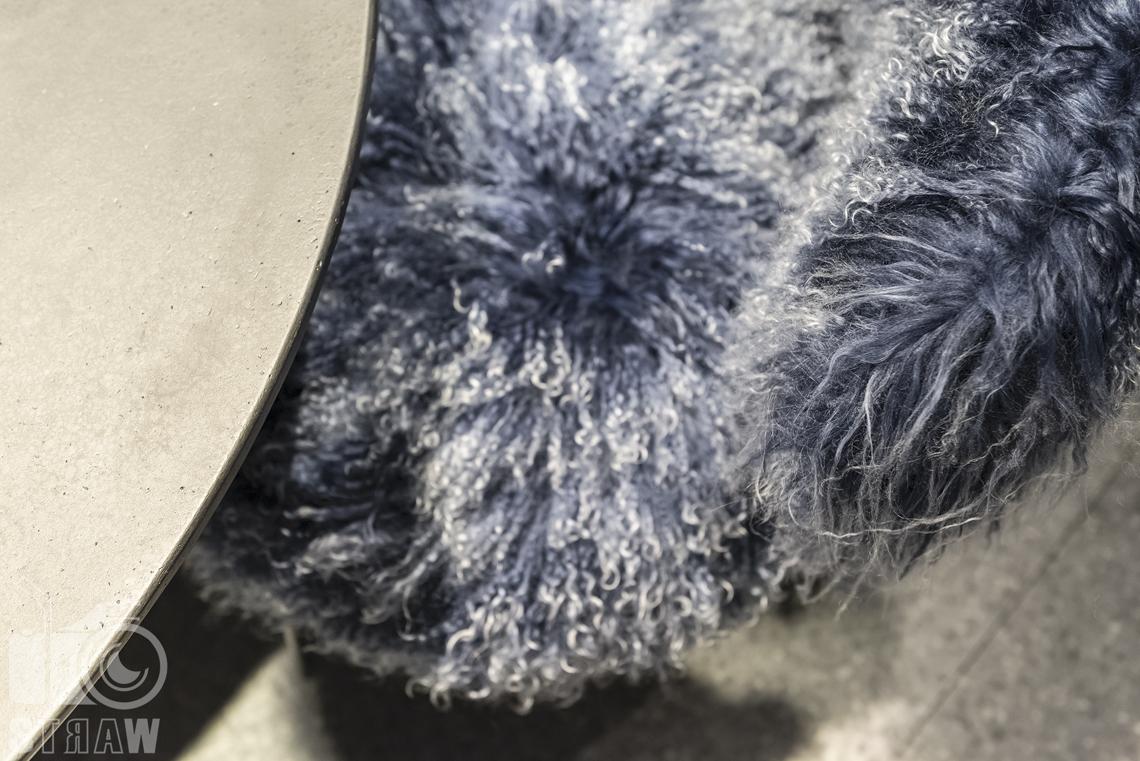 Fotorelacje, targi, zdjęcia z targów Salone del Mobile Milano, fotel, detal.