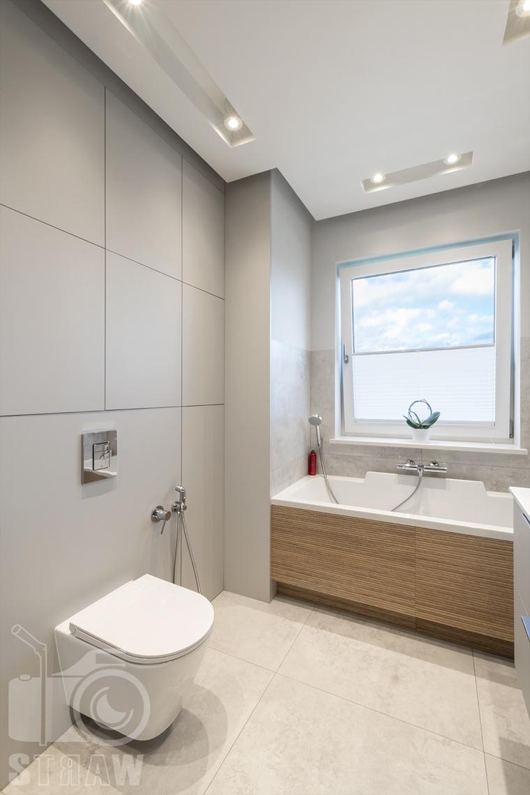 Fotografia wnętrz dla producenta zabudowy firmy Kittchen, na zdjęciu łazienka i zabudowa ścienna za Geberitem.