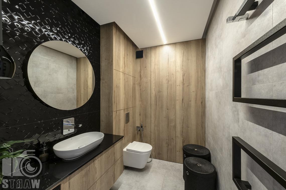 Fotografia wnętrz dla producenta zabudowy firmy Kittchen, łazienka ze zrealizowaną zabudową.
