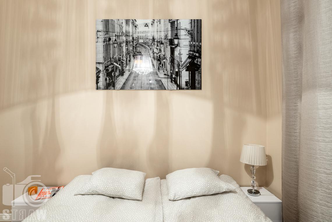 Fotografia apartamentów na wynajem krótko i długoterminowy, sypialnia w apartamencie.