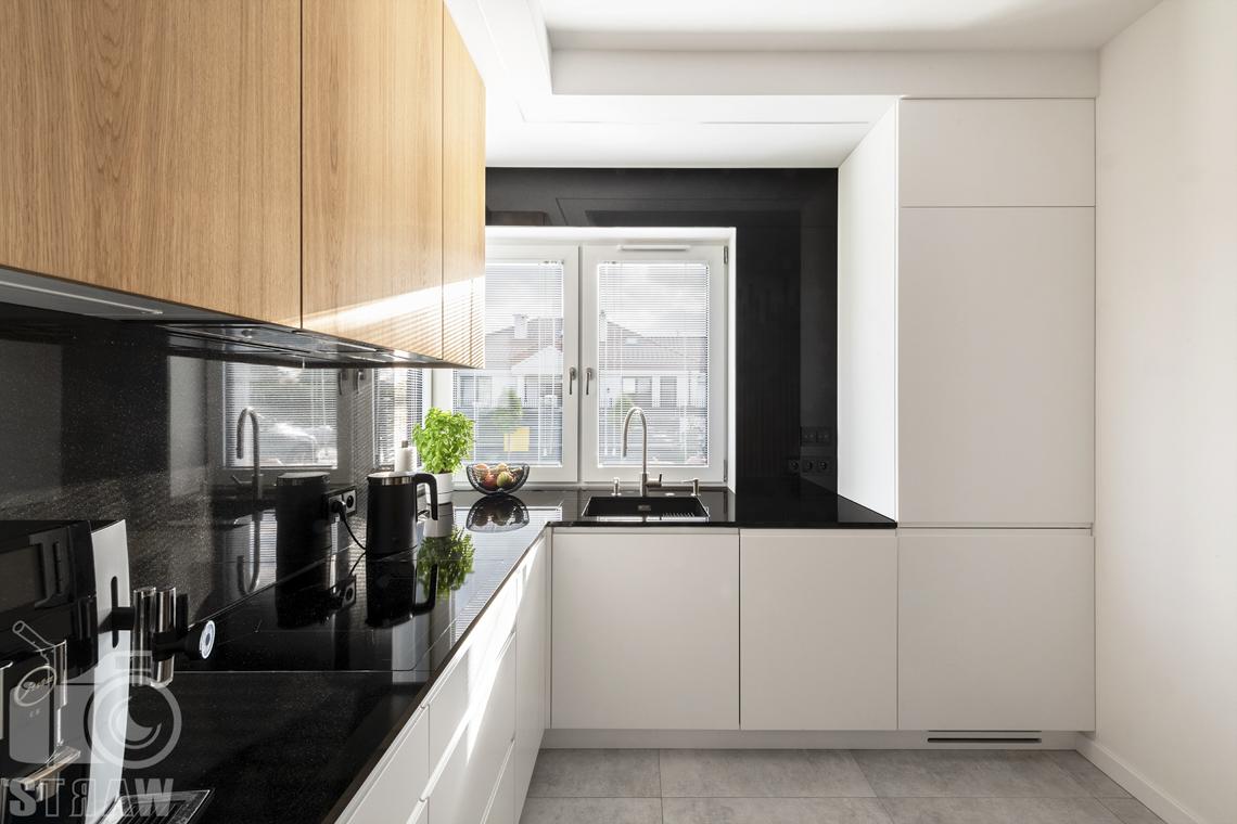 Fotografia wnętrz dla producenta zabudowy firmy Kittchen, zdjęcie kuchni wraz ze zrealizowaną zabudową.