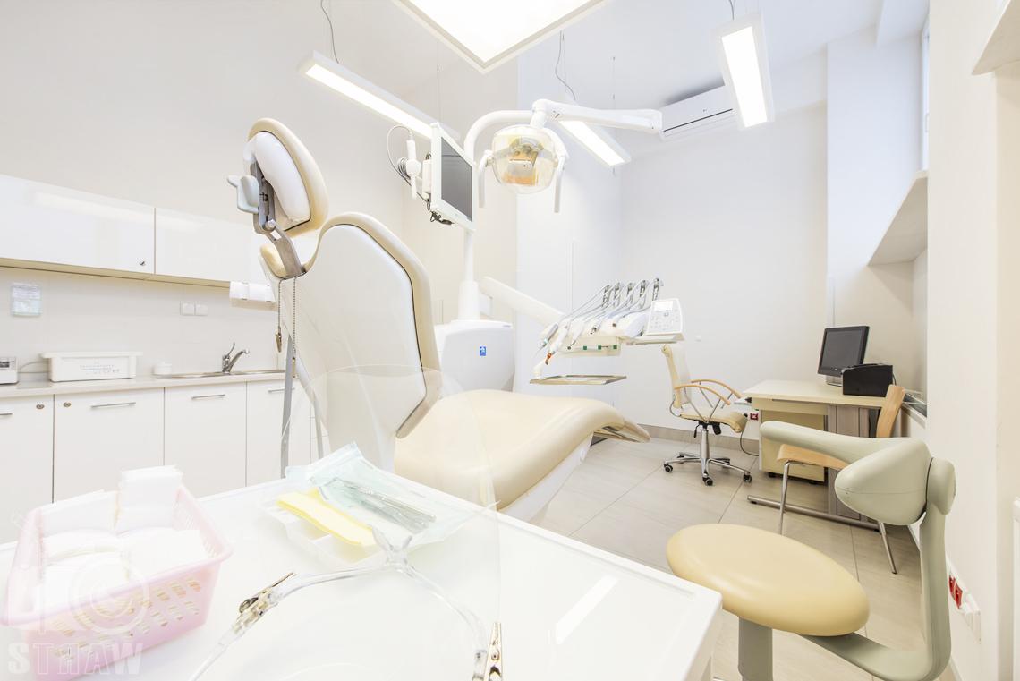Sesja fotograficzna gabinetu stomatologicznego w przychodni specjalistycznej zakładu opieki zdrowotnej wola-śródmieście przy ulicy Chmielnej w Warszawie.