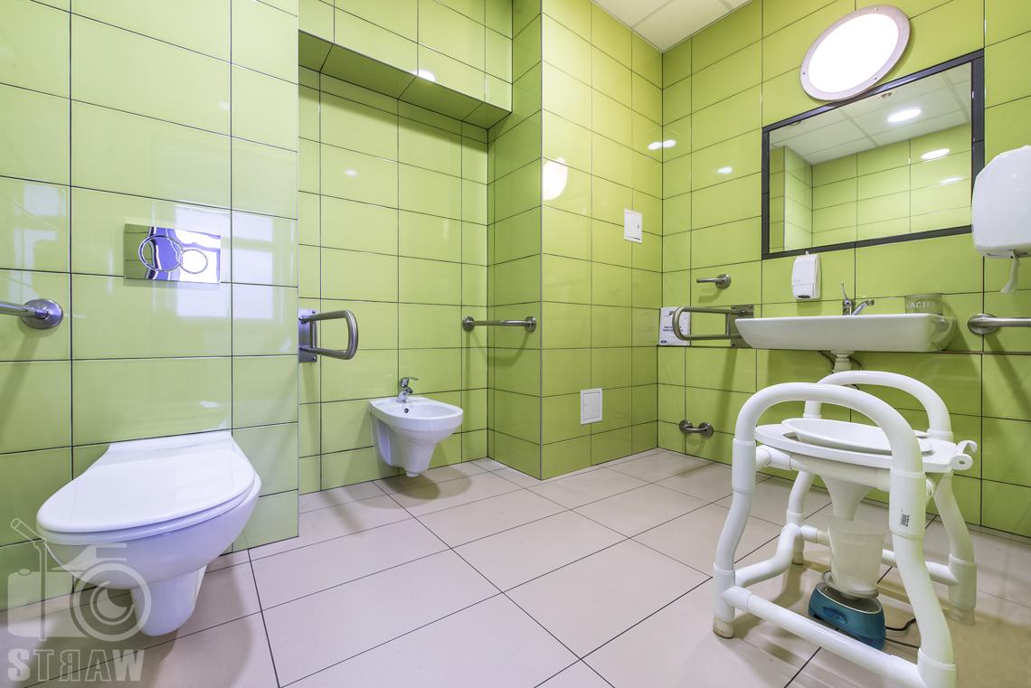 Sesja fotograficzna przychodni specjalistycznej dla zakładu opieki zdrowotnej wola-śródmieście przy ulicy Chmielnej w Warszawie, łazienka dla osób niepełnosprawnych.