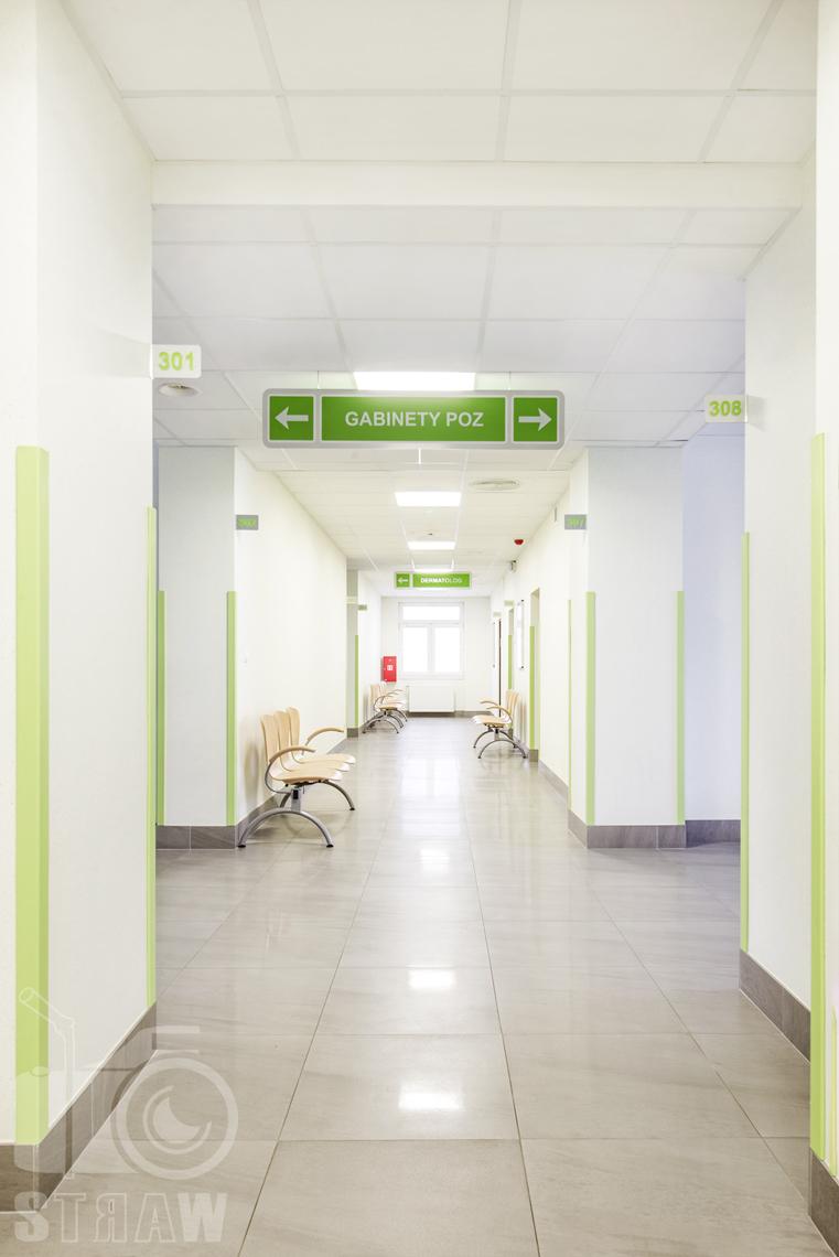 Sesja fotograficzna przychodni specjalistycznej dla zakładu opieki zdrowotnej wola-śródmieście przy ulicy Chmielnej w Warszawie, korytarz w przychodni.