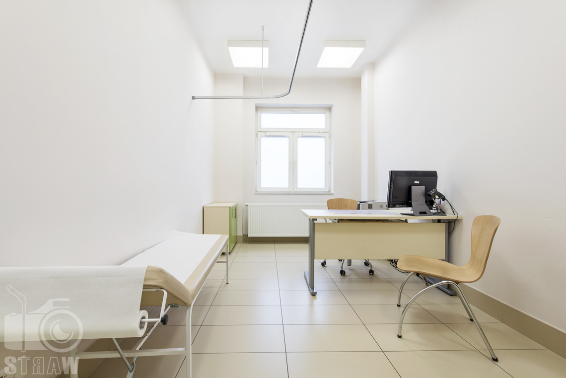 Sesja fotograficzna przychodni specjalistycznej dla zakładu opieki zdrowotnej wola-śródmieście przy ulicy Chmielnej w Warszawie, na zdjęciu gabinet lekarski.