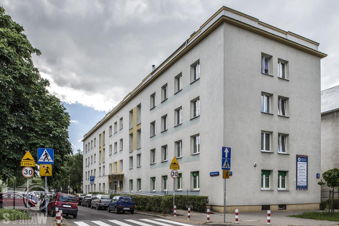 Zdjęcia wnętrz przychodni specjalistycznej publicznego zakładu opieki zdrowotnej wola-śródmieście przy ulicy Ciołka w Warszawie, budynek przychodni.