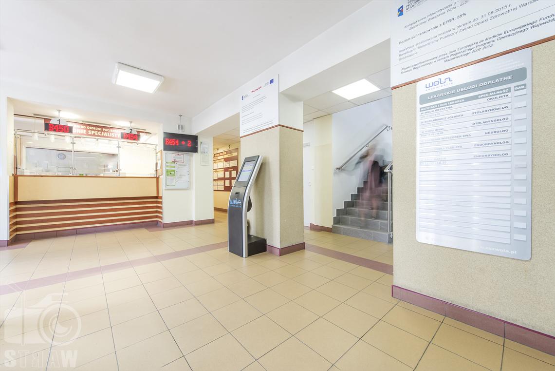 Zdjęcia wnętrz przychodni specjalistycznej publicznego zakładu opieki zdrowotnej wola-śródmieście przy ulicy Ciołka w Warszawie, punkt obsługi pacjenta.