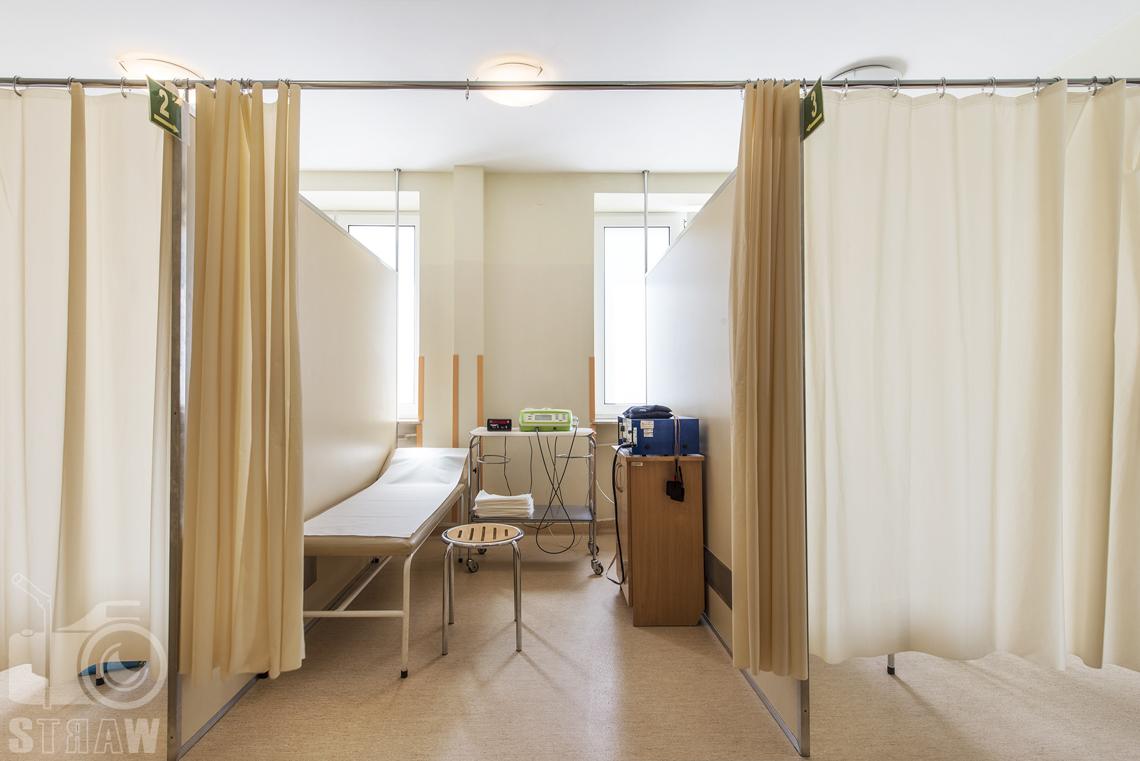 Zdjęcia wnętrz przychodni specjalistycznej publicznego zakładu opieki zdrowotnej wola-śródmieście przy ulicy Ciołka w Warszawie, miejsce zabiegów rehabilitacyjnych.